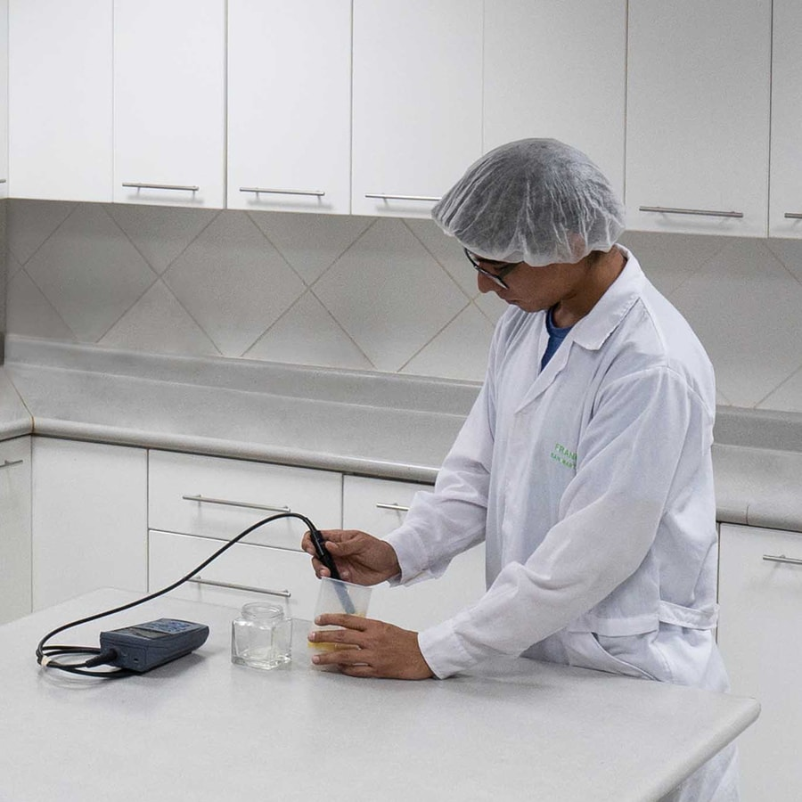 Centre de innovation: analysis laboratory | Virú Naturally ahead